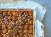 Tarte mirabelles, caramel, noix pecan romarin
