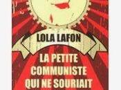 petite communiste souriait jamais