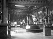"""Suite jolie statue """"Vigne"""" dans cour d'honneur l'Hôtel Ville époques"""