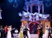 Wiener Blut Johann Strauss Théâtre Cuvilliés: champagne voix dans mise scène pâtissière