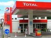 Envahis pétrolières, Nigériens font face leur gouvernement corrompu Total.
