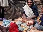 Bébés made-in-India Massage, bain allaitement