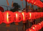 Thaïlande, Udonthani. Nouvel chinois 2015 Prières offrandes.