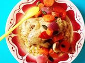Chicken yum. POULET POIVRONS, CAROTTES, CITRONS BELDI OIGNONS ROUGES.