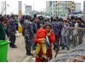 Népal: police anti-émeute intervient pour contenir colère survivants séisme