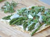 Crackers géant pavot Kluger), asperges vertes, pourpier sauvage crème d'anchois