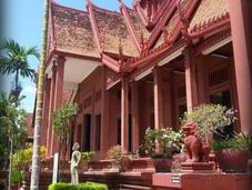 Visite Phnom Penh Palais royal, musée national, temples street food