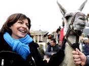 Hidalgo reçoit Truffe d'or pour action contre l'affreux libéralisme