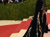 Gala 2016 stars dans robe avec traîne incroyable