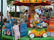 regard vide enfants carrousel
