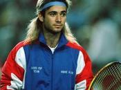 sportifs n'hésitent performer avec perruque tête