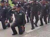 Armée police Thaïlandaise, nouveau salut, look (vidéo)