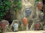 Salvador Dali: fontaine Wagner dans jardins château Púbol