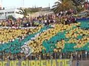 Kabyles tourneront leurs l'hymne nationale algérien