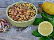 Salade marocaine pois chiches, coriandre, menthe, pickles d'oignons