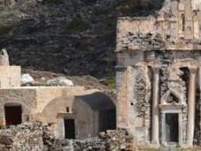 tombe intacte d'une ancienne femme noble mise jour l'île Sikinos dans Cyclades
