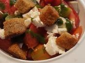 Salade tomates anciennes, ricotta, pesto croûtons