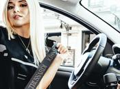 chanteuse volant nouvelle Fiat Panda Trussardi, première luxe