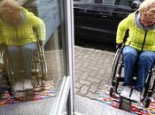 Cette grand-mère utilise LEGO pour aider personnes handicapées